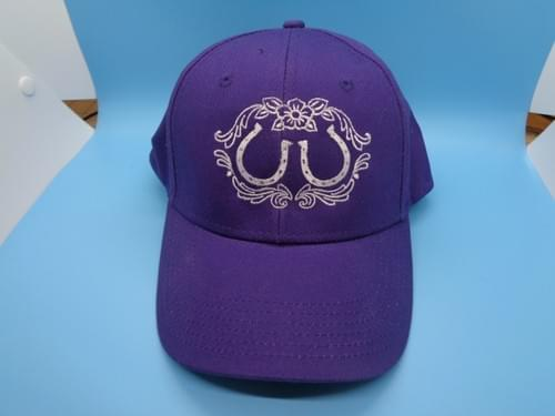 Hat with embroidered horseshoes.