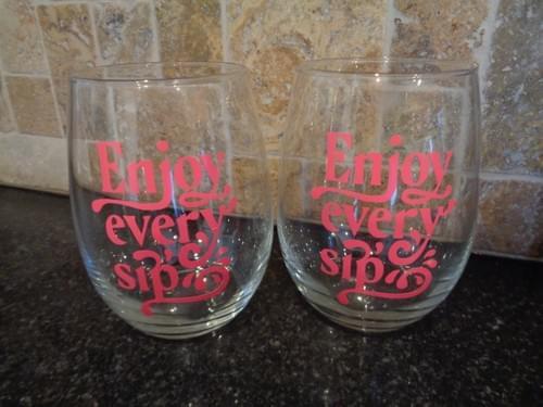 Wine tote with 2 wine glasses.