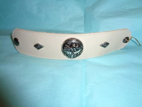 Cream colored leather bracelet with 3 horse head concho.