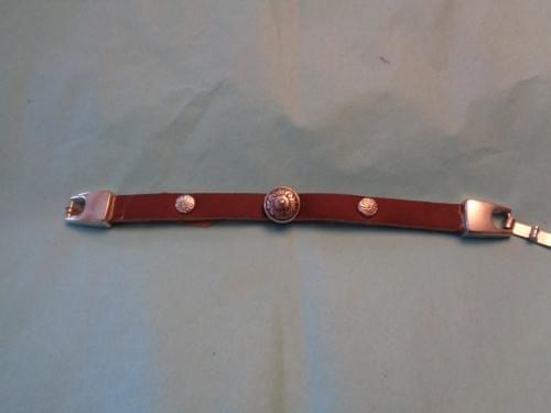 Brown leather clasp bracelet.
