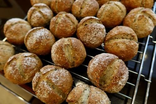 全粒粉豆乳ごまパン【冷凍発送】