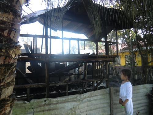 放火された住宅再建寄付(Paypal)