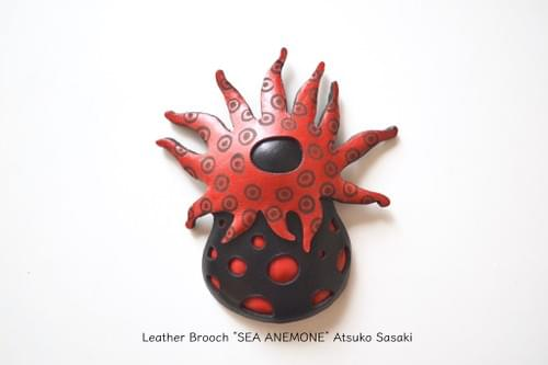brooch sea anemone red