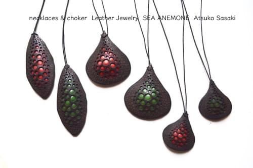 Leather pendant small drop *red