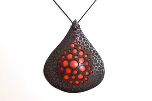 Leather droplet choker*red