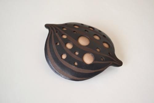 Nut brooch* black