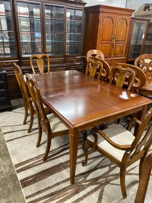 Classic Drexel Heritage Dining Table with 8 Chairs