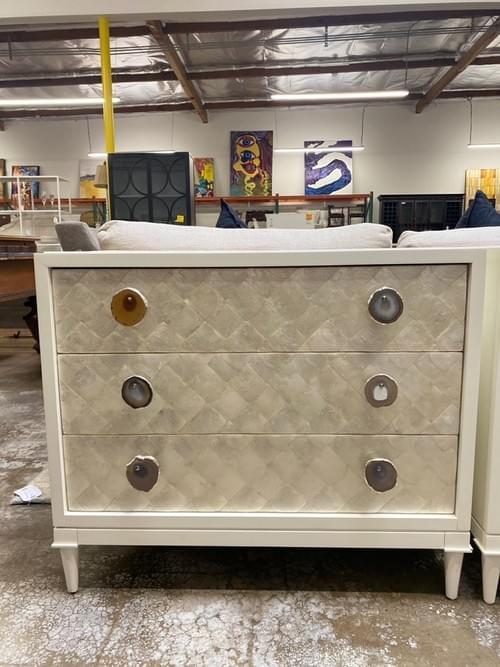 Modern High-end Vanguard Furniture Cremins Finley Nightstand (3 Drawers)