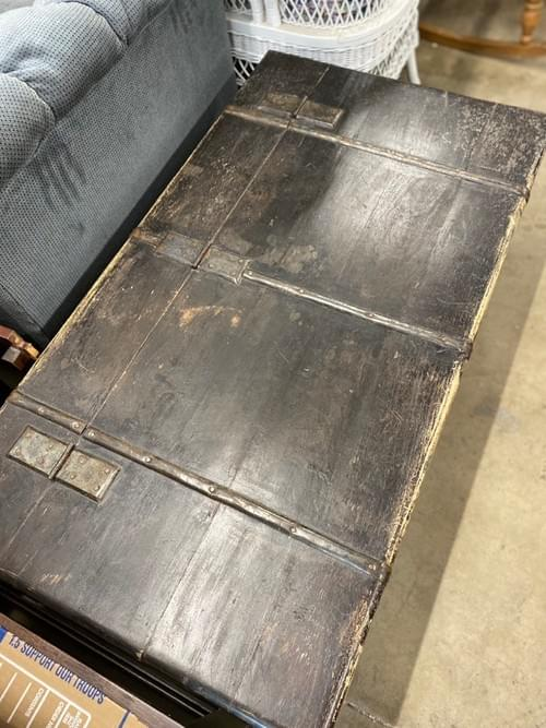 Rolling XL chest/coffee table