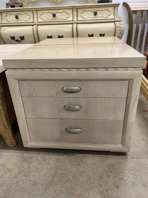 Pair of Henredon End Tables/ Night Stands