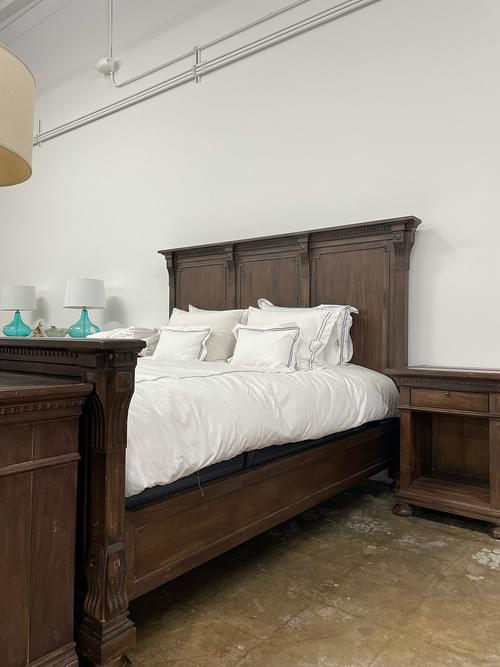 RH ST. JAMES PANEL KING BED WITH FOOTBOARD