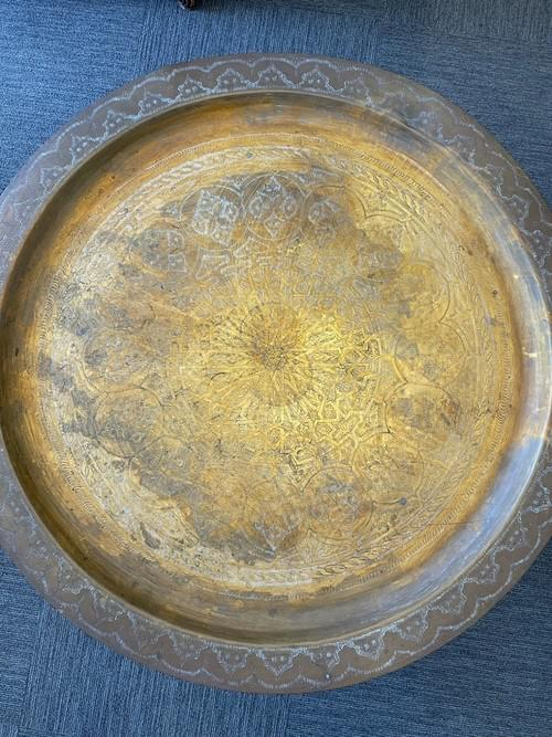 """MOROCCAN ETCHED BRASS TRAY 35"""" FOLDING CARVED WOOD 6 LEG TEA TABLE BASE VINTAGE"""