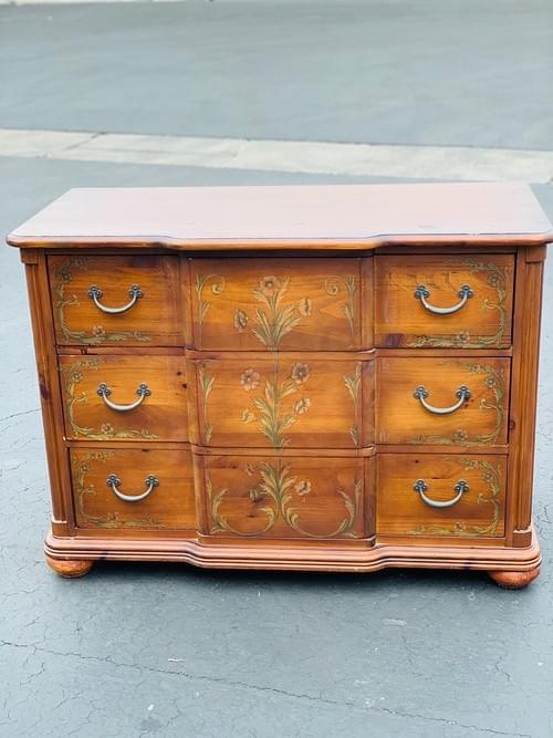 Pulaski Furniture Wood Hand-painted Dresser• 3 drawers