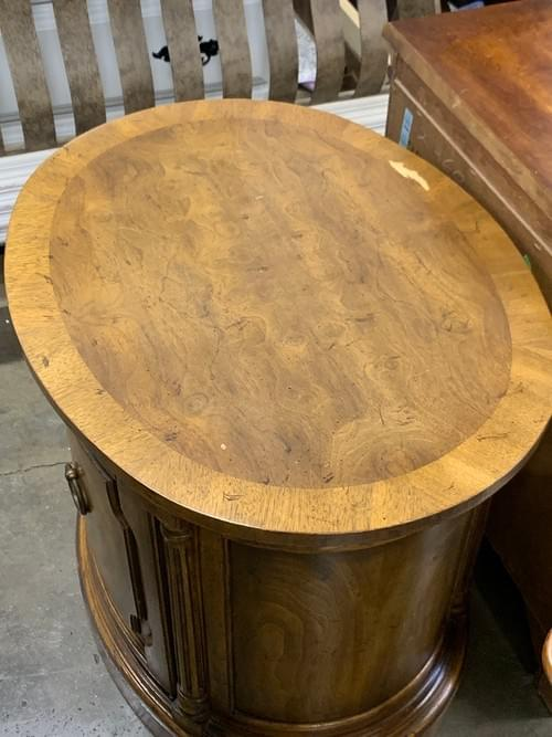 Drexel Hertiage Solid End Table with Beautiful Wood Knot Detailing