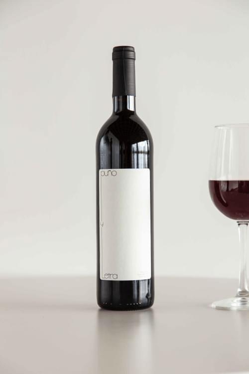 Vino Puño y Letra