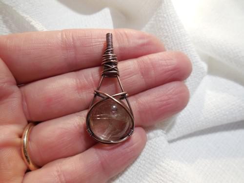 Ciondolo Amuleto in Quarzo Rutilato e Rame