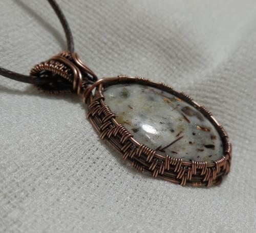 Ciondolo Amuleto in Astrofillite e Rame