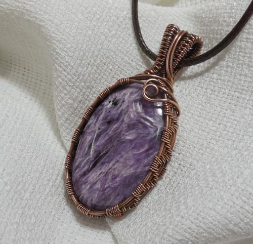 Grande Ciondolo Amuleto in Charoite e Rame