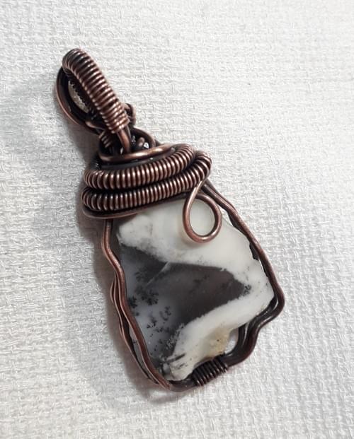 Ciondolo Amuleto in Opale Bianco Dendritico e Rame Mod. B