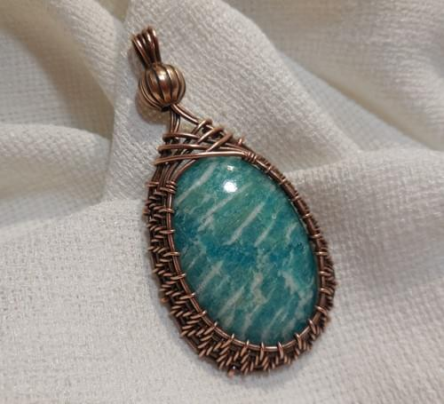 Ciondolo Amuleto ricamato in Rame e Amazzonite