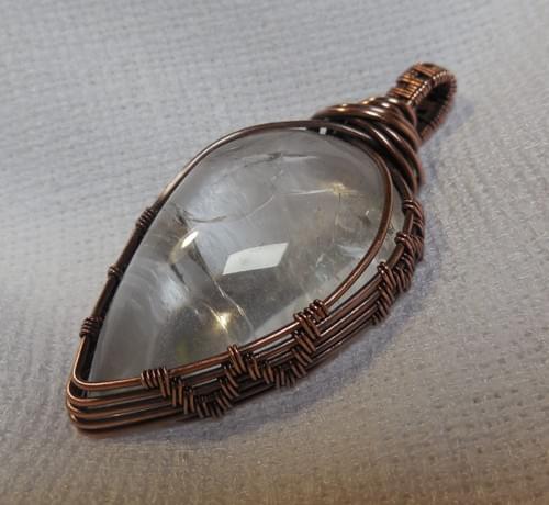 Grande Ciondolo Amuleto in Quarzo Ialino (Cristallo di Rocca) e Rame
