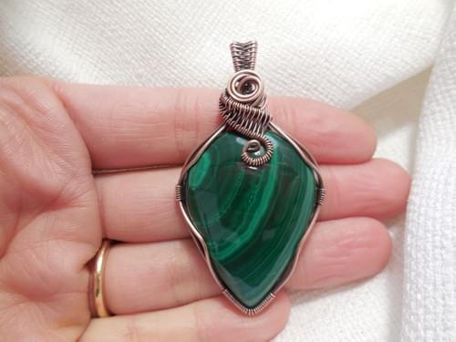 Grande Ciondolo Amuleto in Malachite e Rame
