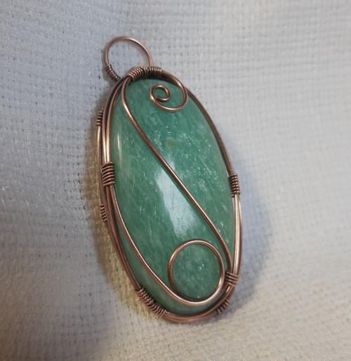 Ciondolo Amuleto in Amazzonite e Rame