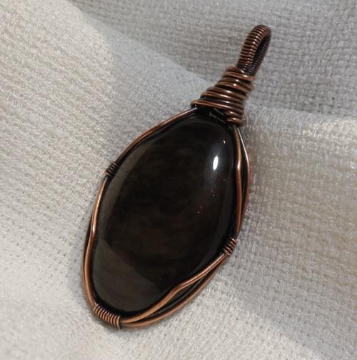 Ciondolo Amuleto in Ossidiana Dorata e Rame