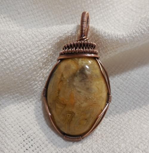 Ciondolo Amuleto in Agata Crazy Lace e Rame