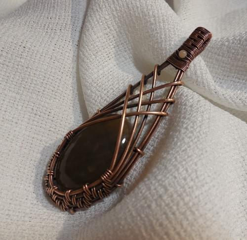 Ciondolo Amuleto in Pietra di Sole (Eliolite) e Rame