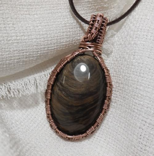 Ciondolo Amuleto in filo di rame e Ossidiana Dorata