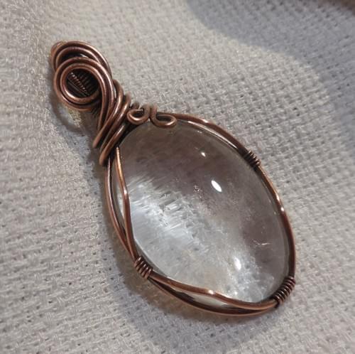 Ciondolo Amuleto in Cristallo di Rocca e Rame