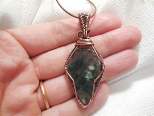 Ciondolo Amuleto in Agata Muschiata e Rame