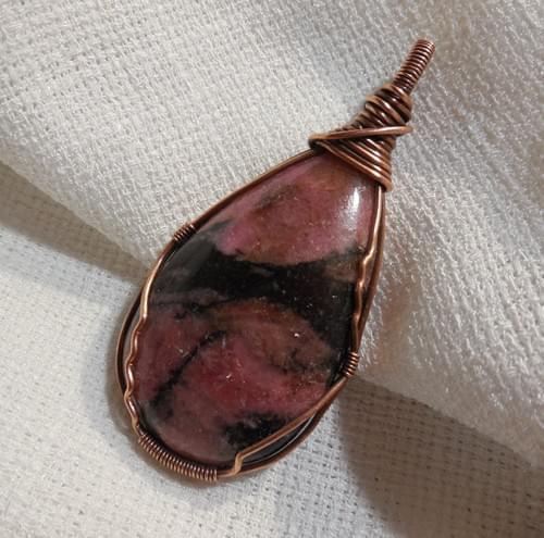 Ciondolo Amuleto in Rodonite e Rame