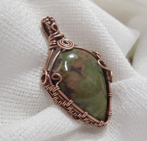 Ciondolo Amuleto in Diaspro Verde e Rame