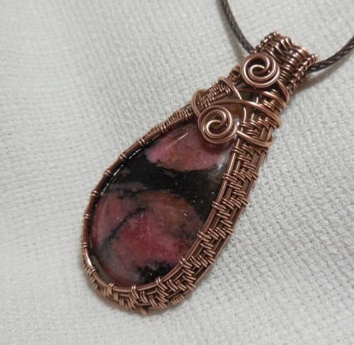 Grande Ciondolo Amuleto in Rodonite e Rame