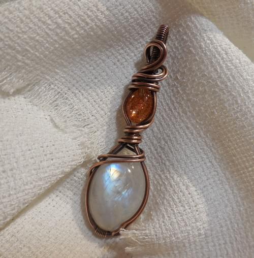 Ciondolo Amuleto in Pietra di Luna Arcobaleno, pietra del sole e Rame