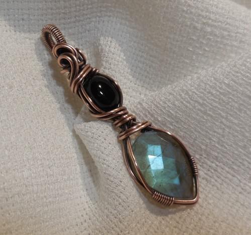 Ciondolo Amuleto in Labradorite, Onice e Rame