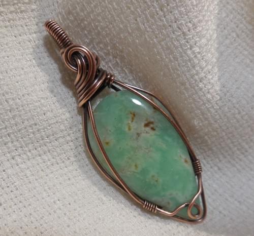 Ciondolo Amuleto in Crisoprasio e Rame