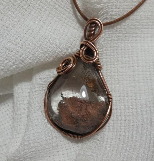 Ciondolo Amuleto in Quarzo Lodolite e Rame