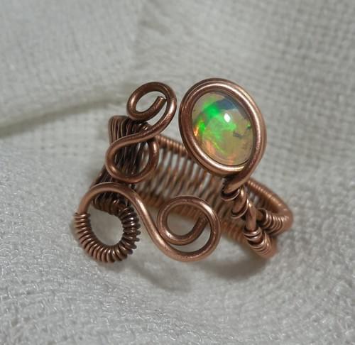 """Anello """"Capponcina"""" ricamato in filo di Rame e Opale Nobile (Etiopia)"""
