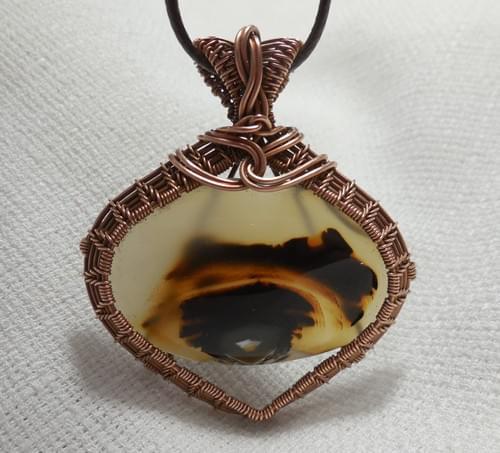 Grande Ciondolo Amuleto ricamato in filo di rame e Agata del Montana