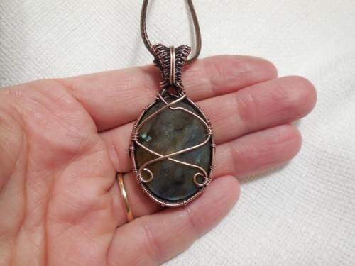 Ciondolo Amuleto in Labradorite e Rame