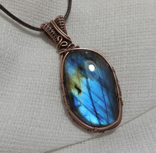 Grande ciondolo Amuleto in Labradorite blu e Rame