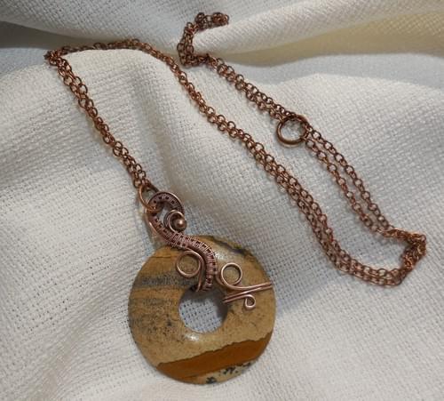 Collana Lunga con Grande Ciondolo in Diaspro Paesaggio (Pietra Paesina) e Rame