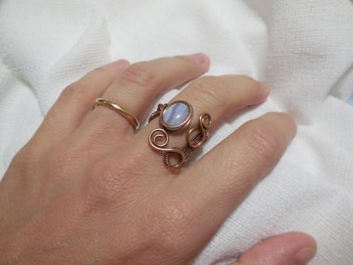 """Anello """"Capponcina"""" ricamato in filo di Rame e Calcedonio blu"""