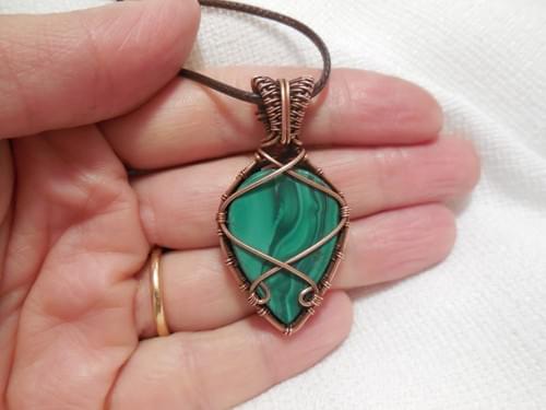 Ciondolo Amuleto in Malachite e Rame