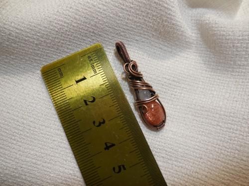 Mini Ciondolo Amuleto in Pietra di sole, Pietra di luna Arcobaleno e Rame (2)