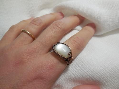 Anello ricamato in Rame e Pietra di Luna Bianca (Adularia)