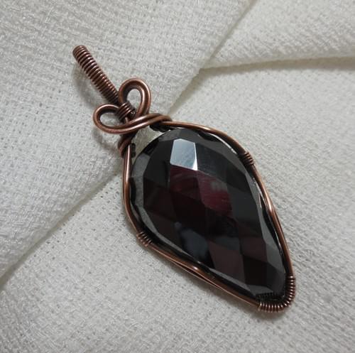 Ciondolo Amuleto in Ematite e Rame